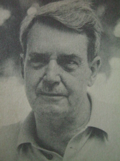 Ang CIA (Central Intelligence Agency ng USA) na si Edward Landsdale, nagamit ni Magsaysay.  Mula sa The Marcos Dynasty.