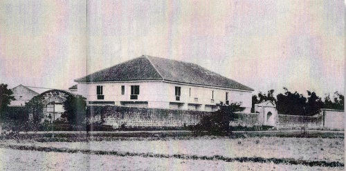 Casa Hacienda de Tejeros sa Rosario, Cavite  Ang pinakamalaking friar house ng mga rekoleto  sa Pilipinas noon.  Mula kay Isagani Medina.