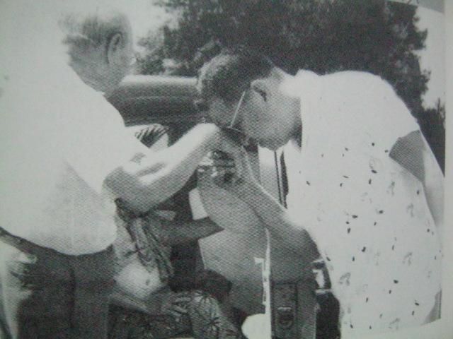 dating pangulong ramon magsaysay Ramon magsaysay: kampeon ng masang pilipino kumandidato si magsaysay sa pagka-pangulo dahil na rin sa pagnomina ni dating pangulong jose p laurel sa kanya.