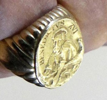 Fisherman's Ring ni Benedict XVI.