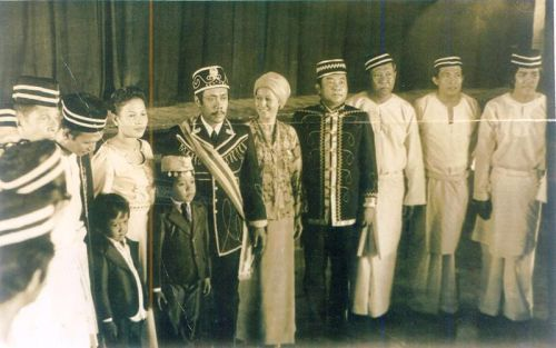 In 1962, Sultan Esmail E. Kiram I cedes to the Philippine Republic, under the presidency of Ferdinand Marcos, the territories of North Borneo. Later, in 1974, Sultan Esmail's eldest son Mohammed Mahakuttah A. Kiram succeeds him to the throne and is is recognized as such by President Marcos and the Philippine Republic. Sultan Mohammed Mahakuttah A. Kiram was to become the last Sultan recognized in law by the Republic of the Philippines.  Photo by Correos Filipinas.