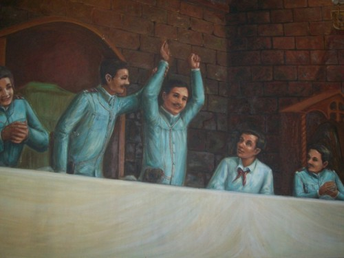 Nagwaging Pangalawang Pangulo si Mariano Trias habang iginagalang ng Supremo Andres Bonifacio ang pasya ng kapulungan.  Painting ng Tejeros Convention sa bukana ng Tejeros Hall, Armed Forces of the Philippines Commissioned Officers' Club.  Kuha ni Xiao Chua.