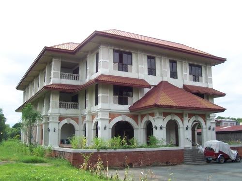 Wala na ang Casa Hacienda, nakatayo na sa sayt nito ang Tejeros Convention Center na binuksan sa sentenaryo ng Kumbensyon noong 1997.  Kuha ni Xiao Chua.
