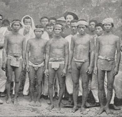 Mga Igorot sa Battle of Caloocan.  Mula kay Arnaldo Dumindin.