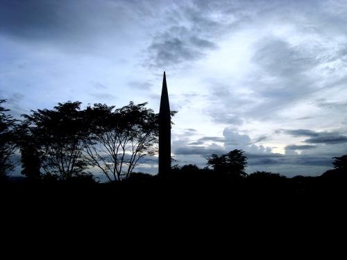 Ang Capas National Shrine na gumugunita sa Death March noong Abril 1942.  Kuha ng mga estudyante ni Xiao.