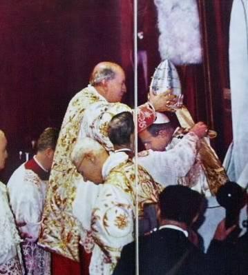 Papa Pablo IV sa pagkorona sa kanya noong 1963.