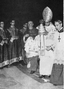 Pagpaparaya ng Papa Pablo VI sa kanyang triregnum.