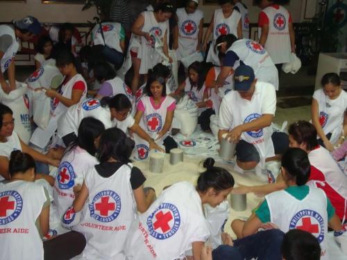 Pagiimpake ng mga relief good noong bagyong Ondoy.