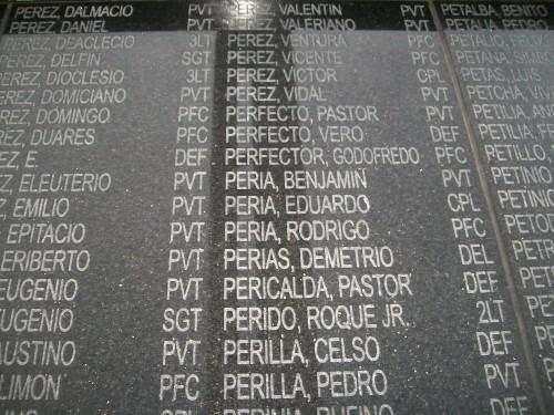 35 Makikita sa paligid ng mataas na monumento
