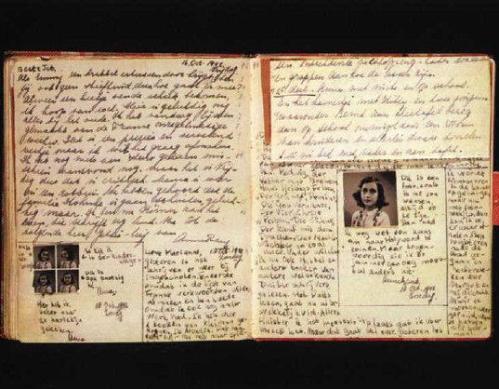 Mga dahon ng talaarawan ni Anne Frank na nagtataglay ng kanyang aktwal na sulat kamay.