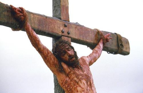 """Ang """"The Passion of the Christ"""" na idinirehe ni Mel Gibson at ginanapan ni Jim Caviesel ay naaayon sa historikal at medikal na mga tala ng pagpapahirap sa Panginoon."""