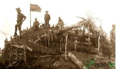Mga sundalong Amerikano sa tuktok ng Bud Daho.  Mula sa morolandhistory.com.
