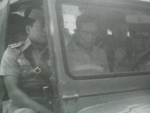 Ang ikatlong pag-aresto kay Mayor Nene Pimentel.  May susunod pa.  Liban sa banggitin, lahat ng larawan sa blog na ito ay nanggaling sa aklat ni Sen. Nene na Martial Law in the Philippines:  My Story.