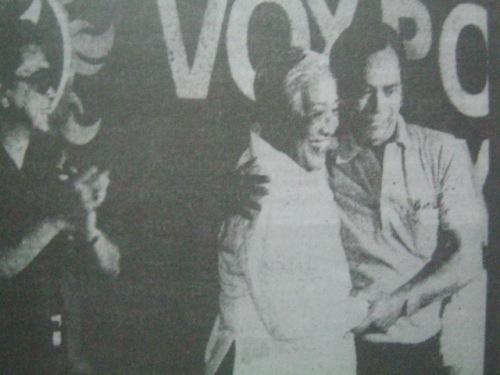 Si Nene Pimentel yakap si Sen. Lorenzo Tanda habang nakamasid si Antonio Cuenco.