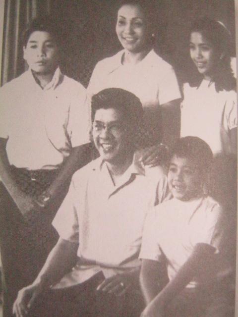 Ang pamilya Roxas mga 1970.  Mula kay Senador Jovito Salonga.