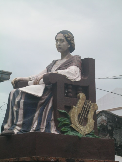 Monumento para kay Leona Florentino sa Plaza Leona sa Vigan, Ilocos Sur.  Mula sa Sinupan ng Aklatang Xiao Chua.