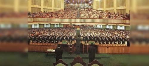 Ang kongregasyon sa loob ng templo sentral ng Iglesia ni Cristo.