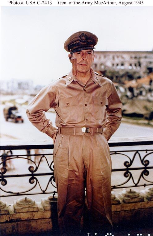 """Ang imahe ng """"tagapagpalaya ng Pilipinas""""--Hen. Douglas MacArthur"""