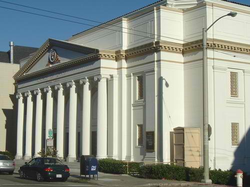Ang bahay sambahan ng Iglesia ni Cristo sa San Francisco, California, U.S.A.  Ang unang kongregasyon sa mainland United States.