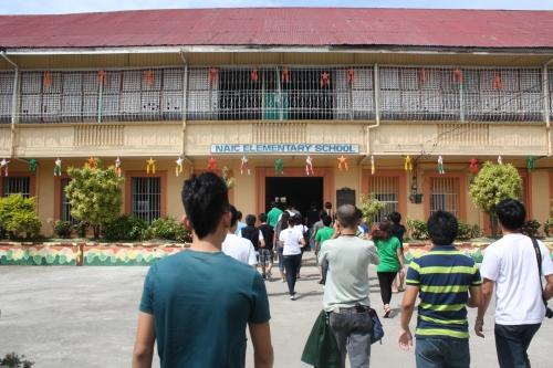 Bukana ng Naic Elementary School.  Kuha ng isang estudyanteng Lasalyano ni Xiao Chua.