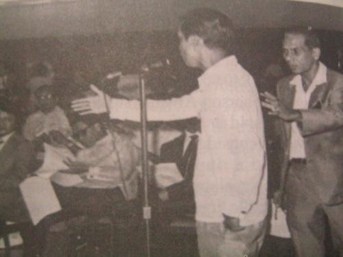 Pinanukala ni Pimentel na imbes na sa UP ganapin ang kumbensyong konstitusyunal kaysa sa mas mahal na Manila Hotel.  Pinipigilan siya ni Delegado Eriberto Misa.  Bi-noo siya ng mga delegado, 1971.