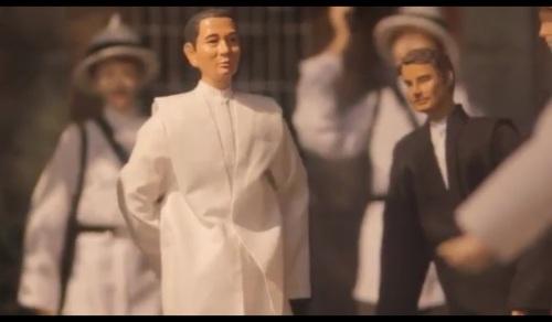 Si Valenzuela habang sinusundan ng mga guardia civil sa pagputok ng himagsikan.  Isang diorama na nasa Museo Valenzuela.