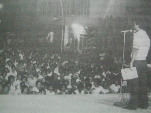 Si Pimentel habang nagsasalita sa napakaraming tao na lumabas para makinig sa kanila sa LABAN, 1978.