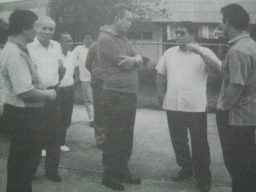 Si Pimentel kasama ang kanyang mga tagasuporta at kapwa opisyales ng Cagayan de Oro.