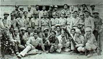 Ang Ka Felix, isa mismong intelligence officer laban sa mga Hapones, kasama ng mga bayaning beterano ng digmaan.  Mula sa http://www.iglesianicristowebsite.com