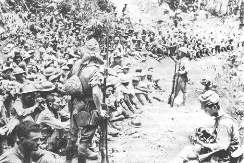 Ang ilan sa mga naipong pwersang pilipino-Amerikano sa pagbabantay ng mga Hapones.