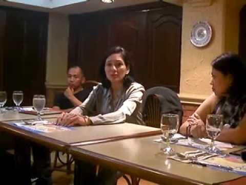 Si Risa sa isang konsultasyon sa mga mamamayan.