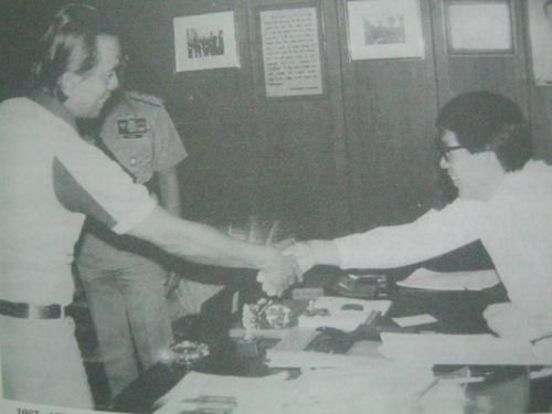 Pakikipagpulong ni Pimentel sa nagkulong sa kanya na si Defense Minister Juan Ponce Enrile, 1983.