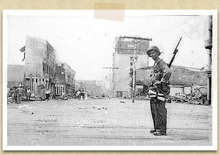 """Aktwal na larawan ng kanyang ipininta sa """"Bombing of Manila"""""""