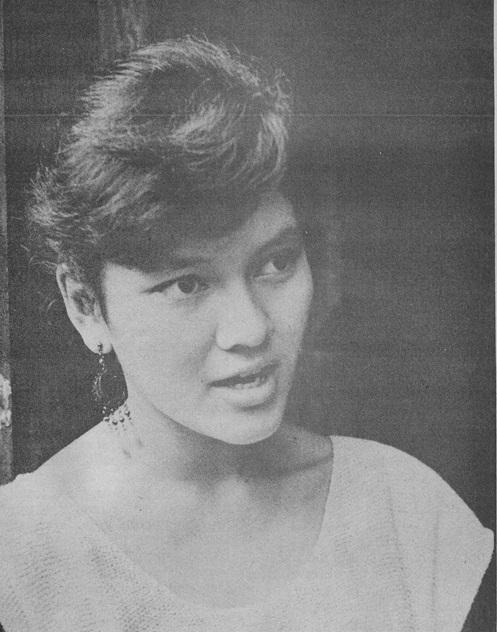 Si Risa Hontiveros bilang lider-estudyante.  Mula sa Koleksyong Dante Ambrosio sa Sinupan ng Aklatang Xiao Chua.