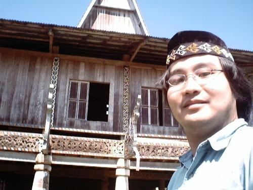 Ang pagbisita ni Xiao Chua sa pamosong Sinaunang Torogan, Marawi City, 30 November 2005.