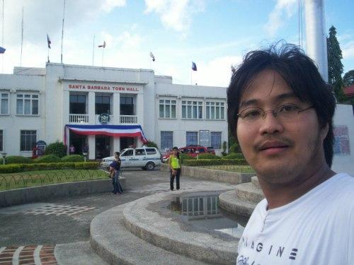 Ang Sta. Barbara Municipal Hall noong 2006.  Mula sa Sinupan ng Aklatang Xiao Chua.
