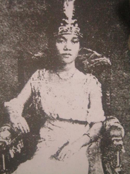 Prinsesa Tarhata Kiram.  Mula sa Pambansang Aklatan at ng Pambansang Komisyong Pangkasaysayan ng Pilipinas.