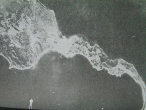 Isla ng Corregidor mula sa ere.  Mula sa Corregidor ni Alfonso Aluit.