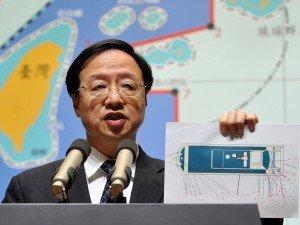 Premier Jiang Yi-huah sa isang news conference ukol sa Isyung Pilipino.  Mula sa inquirer.net.