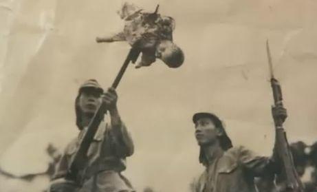 Pagbayoneta ng mga Hapones sa isang sanggol sa Asya.