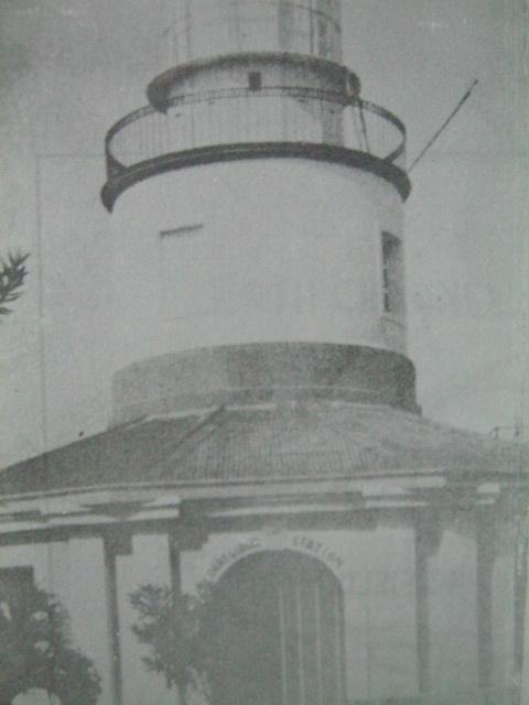 Isa sa mga lighthouse na itinayo ng mga Espanyol bago ang digmaan.   Mula sa Corregidor ni Alfonso Aluit.