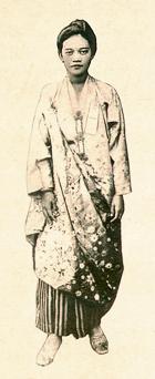 Ang balikbayang muling niyakap ang kanyang kultura.  Mula sa Yuchengco Museum.