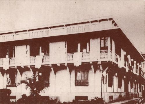 Bahay-Nakpil na may dekorasyon para sa isang pista, Dekada 1930s.  Mula sa Bahay Nakpil-Bautista.