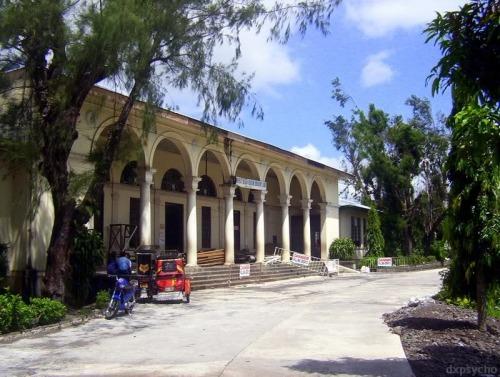 Mga gusaling pampaaralan na Gabaldon na ipinatayo noong panahon ng mga Amerikano.