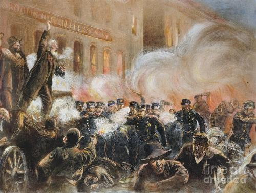 "Ang Haymarket Incident sa Chicago.  Mula sa Wikipedia:  ""This 1886 engraving was the most widely reproduced image of the Haymarket Affair. It inaccurately shows Fielden speaking, the bomb exploding, and the rioting beginning simultaneously."""