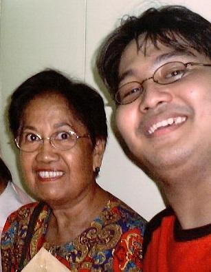 Dr. Milagros Guerrero at Xiao Chua sa unang araw ng kanyang pagiging guro, Hunyo 2005.