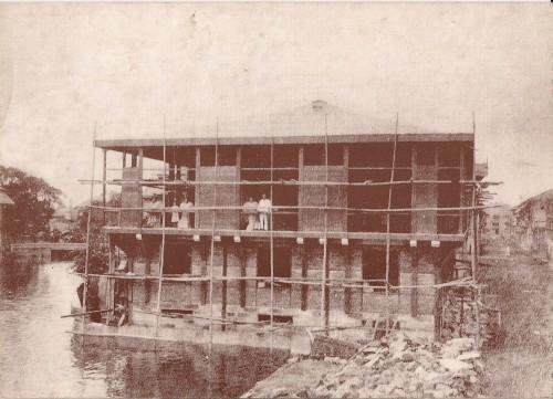 Ang Bahay Nakpil habang itinatayo, 1913-1914.  Mula sa Bahay-Nakpil.