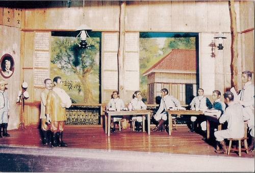Diorama ukol sa paglilitis kay Andres Bonifacio sa Ayala Museum.