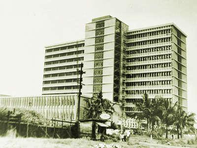 Ang pambansang punong himpilan ng Social Security System sa Lungsod Quezon.  Mula sa arkitektura.ph