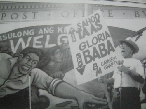 Si Ka Crispin Beltran sa Liwasang Bonifacio na nangunguna sa protesta para sa Araw ng Paggawa, 2003.  Mula sa Filway's Philippine Almanac  2012.